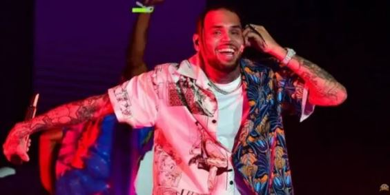 Chris Brown – Lighters Up